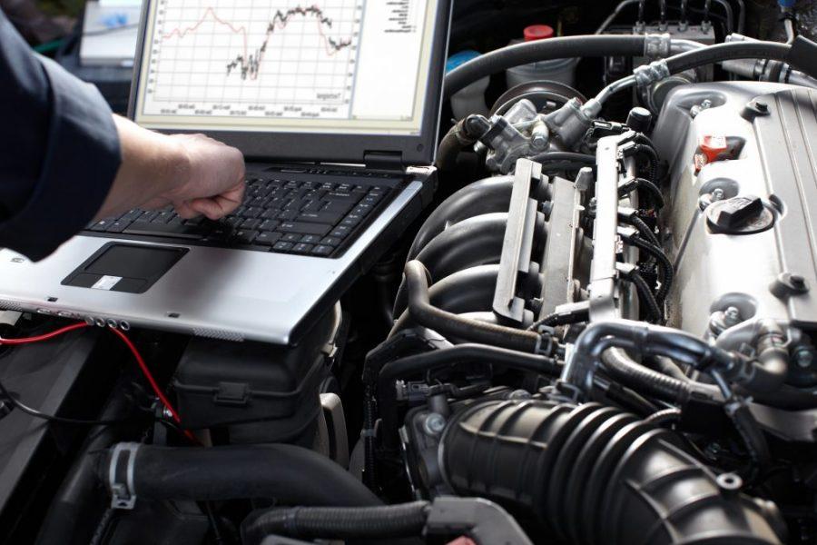 auto-repair-diagnostic-laptop-engine